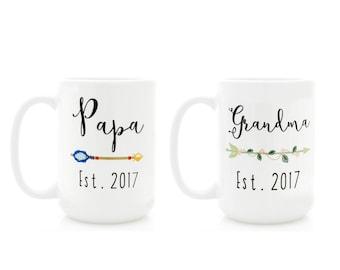 Gift for Grandparents, Mug Set with Custom Names and Year. Grandma Mug, Papa Mug, Nana and Grandpa coffee cups with arrows.