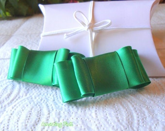 Free shipping/Satin Bow Shoe Clips / Bridal Party Wedding /Women Shoe Clips in Emerald Green