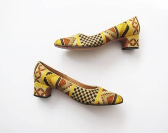 Block Heel Pumps / Tapestry Heels / Kilim Shoes / Southwestern Shoes / Aztec Print / Patterned Shoes / Yellow Pumps
