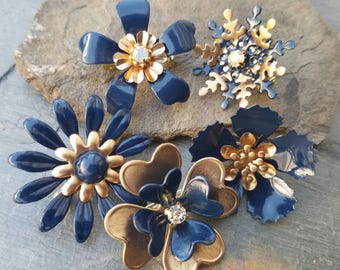 5 Mini Navy Blue and Gold Tone Enamel Flower Brooches or Flatback Flowers Blue Broach Pins Small Metal Flowers Dark Blue and Gold FLOT30
