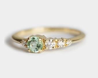 blauer topas ring gold topaz ring drei stein ring von minimalvs. Black Bedroom Furniture Sets. Home Design Ideas