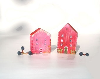 Two pink houses / Little wooden houses / Tiny wooden village
