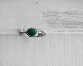 Solitaire green aventurine silver ring - aventurine gem stone ring - solitaire etched green stone ring - solitaire carved silver ring