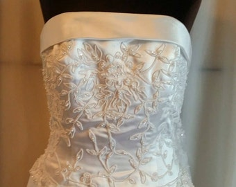 Shop closing Vintage bridal gown 90s white strapless wedding gown size 12