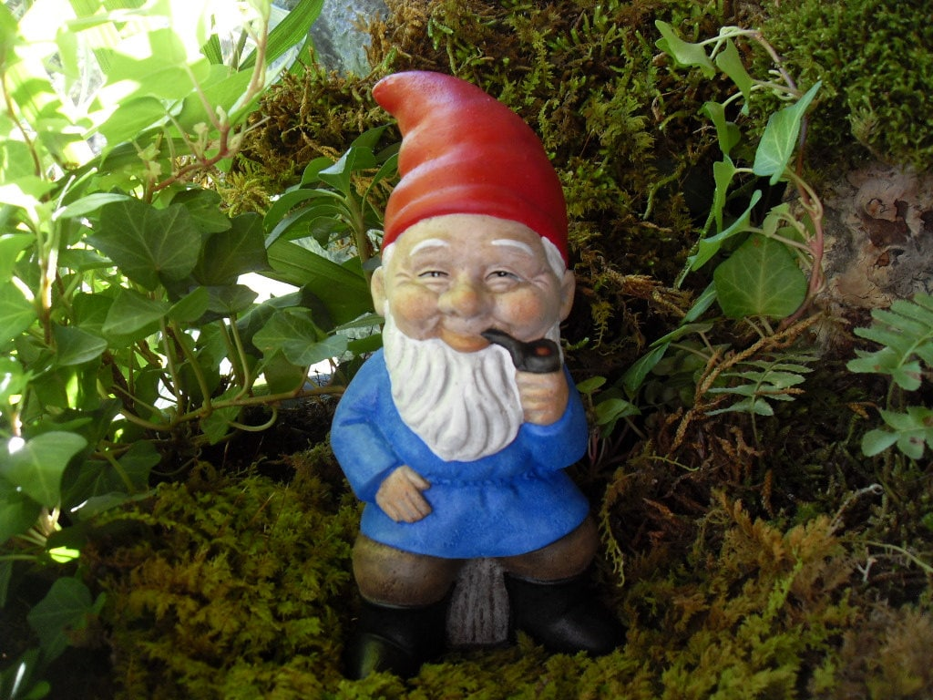 Gnome In Garden: Garden Gnome Hand Painted Old Style Gnome StatueSmoking