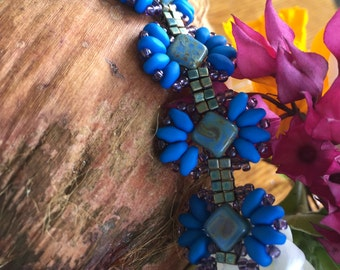 Carole Ohl's Papillon bracelet in electric blue   AT020216