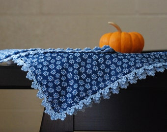 Kitchen towel with crochet edging