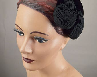Vintage 50s Hat Black Velvet Curly Swirl Shaped Cap