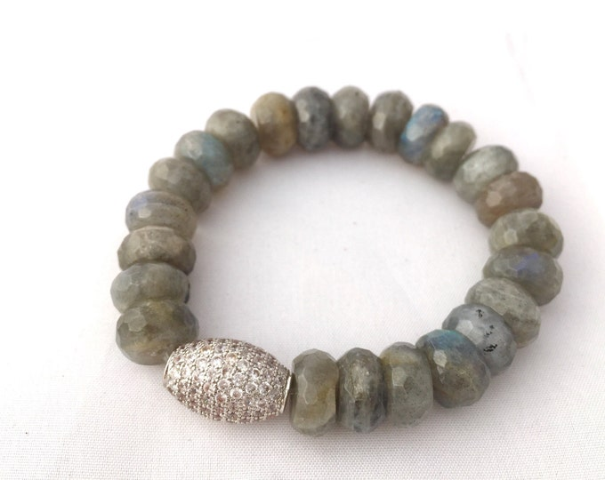 Gray Labradorite stone bracelet, easy slip on  10mm faceted gem.  A prowerful stone!