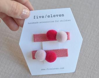 Pompoms hair clips WATERMELON. Handmade pair of flat barrettes with pompoms. Barrettes à pompons