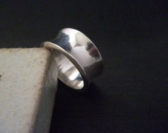 A superb chunky polished sterling silver Ring - 925 - UK O - US 7.25