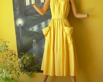 Early 70s YELLOW COTTON DRESS Old Sz 5/6. Very nice condition. High collar halter style exposes shoulders + back.