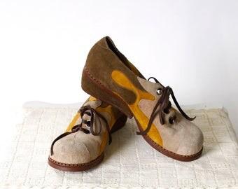 vintage 1970s shoes <> 1970s suede shoes <> 70s patch suede tie shoes <> 3 tone 1970s shoes
