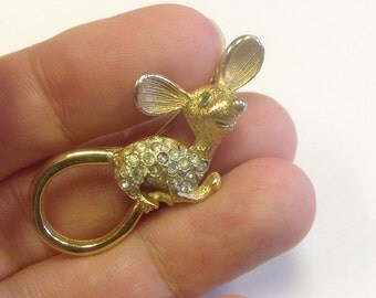 Cute mouse brooch. Kitsch mouse brooch. Vintage rhinestone mouse pin.