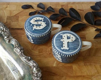 Currier and Ives Salt and Pepper Shakers/Blue and White/currier and ives/salt and pepper shakers/
