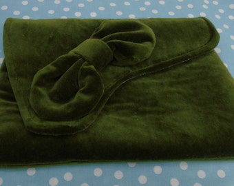 Vintage inspired green velvet bow trimmed clutch evening bag