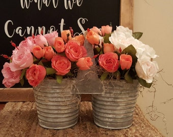 Roses, Farmhouse Flowers, Rose Floral Arrangement, Country Flowers, Shabby Chic Flowers, Decorative Roses, Flower Arrangement, Floral Decor