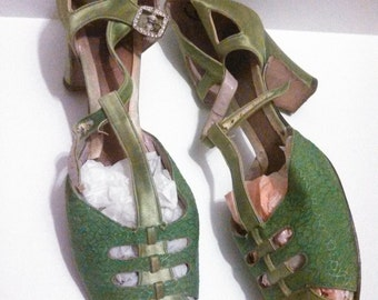 Extraordinary Lime Green Satin Heels / 20s Shoes / T strap cut outs / 20s Heels / Flapper Heels / Flapper Shoes / Museum Display or Study