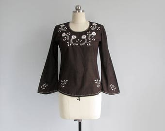 vintage 70s embroidered blouse / peasant top / long sleeve bohemian shirt / womens XXS - XS