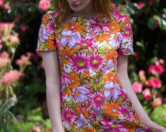 1960s Dress / Spring Summer Floral Cotton Dress / Vibrant & Bold Flower Print / Boat Neck / Vintage 60s