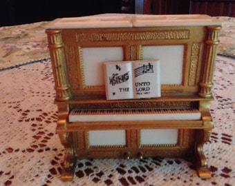 1960's were AWESOME! 3 piece player piano salt and pepper set COMPLETE!