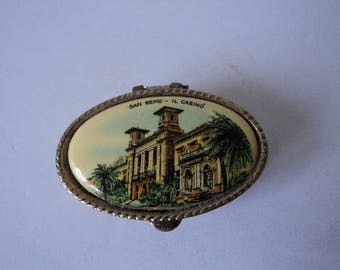 Vintage collectable  San Remo pill box (04494)