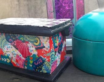 Boîte à bijoux ethnique en mosaïque argenté et papier decopatch