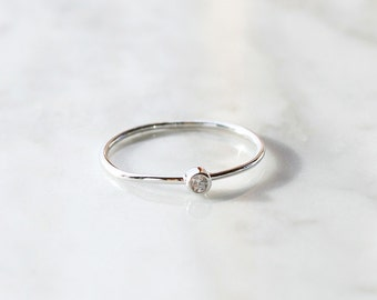 R1020 - New Sterling Silver Single Stone Set Size 6 Ring