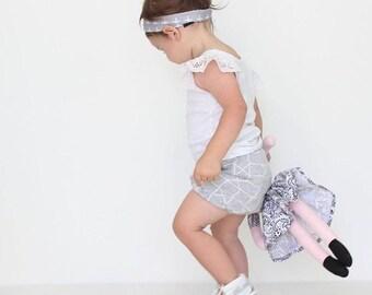Girl's grey geometric shorts