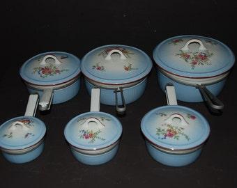 Vintage French set of bleu porcelain saucepans with floral decor, in aluminite frugier. French vintage cookware, set of pans. 6 lids.