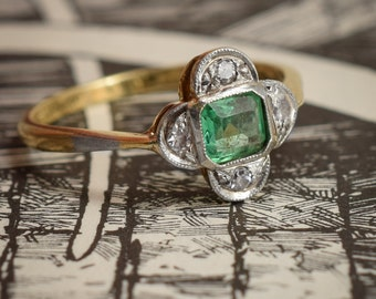 Antique Art Deco Emerald & Diamond Quatrefoil Ring in 18ct Gold and Platinum c1920
