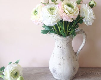 Faux ranunculus artificial silk flowers in white and pink