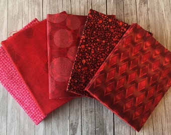 Robert Kaufman – Texture Spectrum Fat Quarter RED & PINK Stash Builder Bundle / Geometric, Dots, Swirl, Blender Fabrics