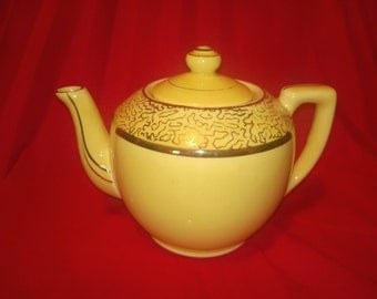 Vintage Teapot, yellow with gold trim, great condition