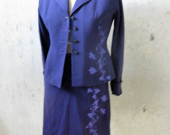 Vintage Women's Suit 1940s Purple with Silkscreen Floral Print Aubergine Fitted Canadian Wool Crepe