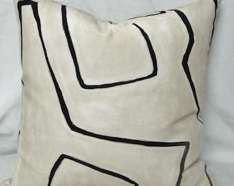 Kelly Wearstler Graffito in Linen/Onyx For Groundworks - Decorative Pillow Cover with Geometric Pattern / Linen / Urban Chic