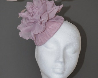 Dusky pink flower hat. Pink wedding hat. Pink flower fascinator. Pink flower hat. Pink Ascot hat. Pink Derby hat. Made to Order.