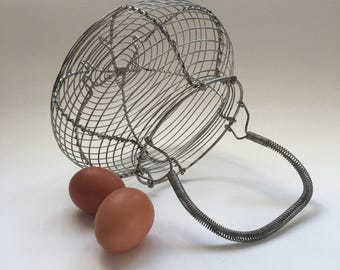 Antique Wire basket. Egg Basket. French Salad Basket. Industrial Decor. French Country. Vintage Kitchen. French Vintage. Panier à oeufs. 50s