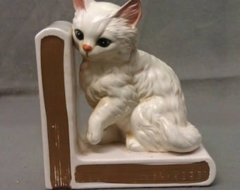 Lefton's Exclusive White Cat  on Book End with Pink Ears Nose and Blue Eyes Cat on Book End