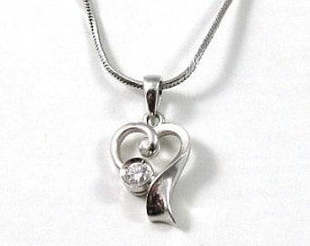 Doddle heart solitaire diamond pendant