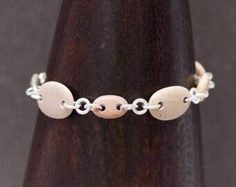 Bracelet en pierre plage, percé de plage de galets Bracelet, Bracelet à maillons en argent Sterling, Bracelet réglable en longueur, Tan Bracelet Bracelet rustique