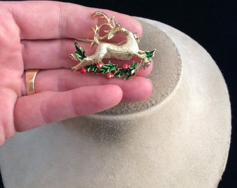 Vintage Signed Gerrys Enameled Christmas Reindeer With Holly Pin