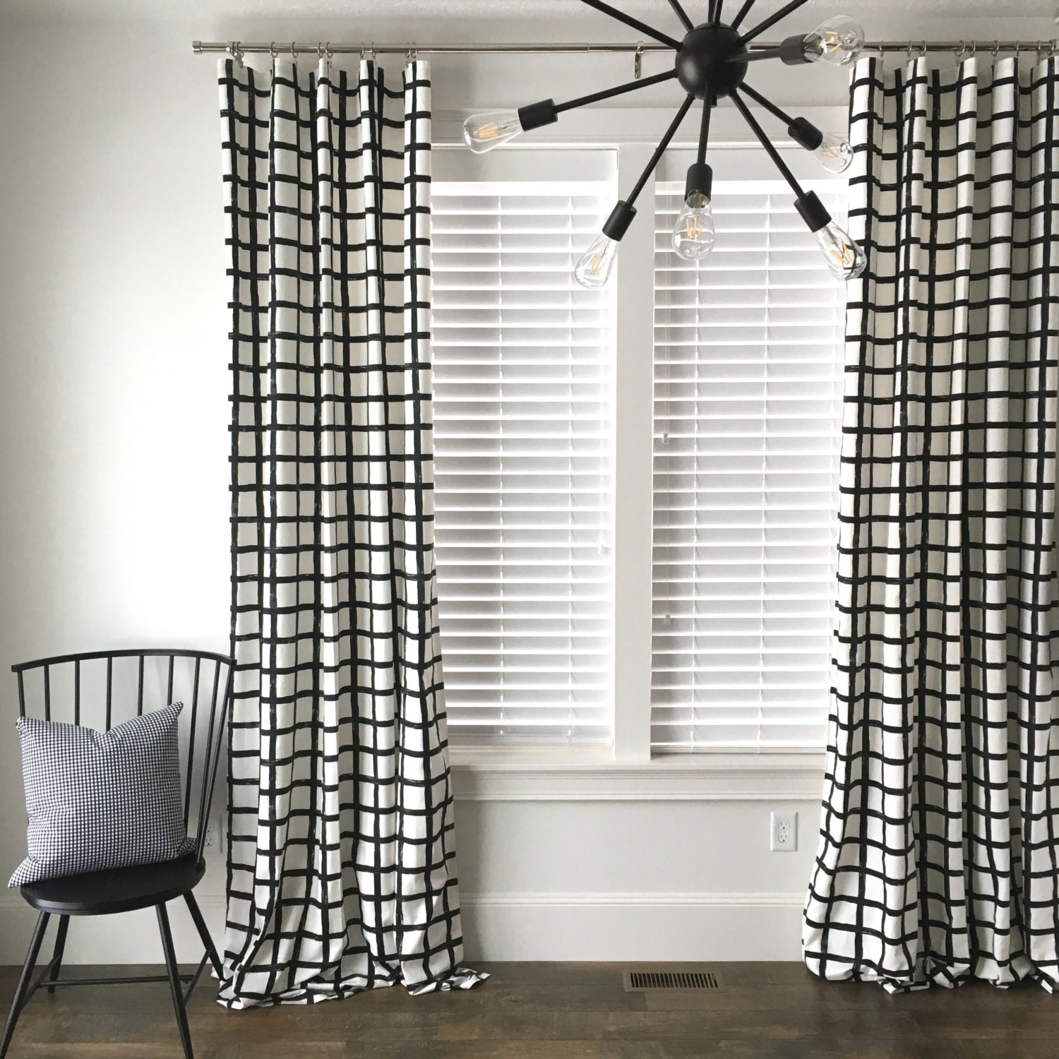 Black and white checked curtains -  Zoom