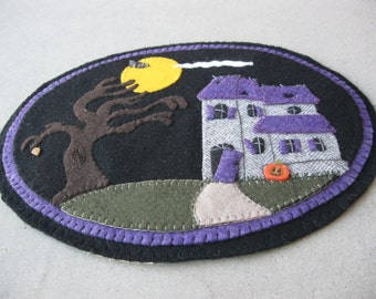 PDF Pattern: Halloween Haunted House Penny Rug, Instant Download, Autumn / Fall Decoration