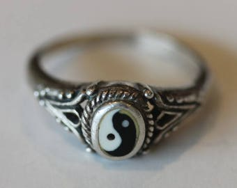 Vintage ornate sterling silver yin yang ring size 7.25
