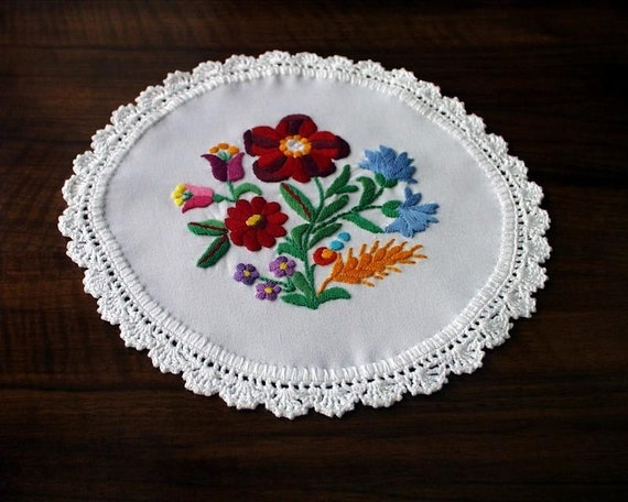 Hand embroidered Kalocsa doily with hand crocheted borders (KALDOI-TR-101)