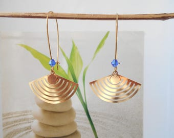 Gold Pendant earrings 3 cm with a Blue Pearl range