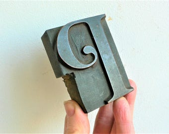 Antique carved Wooden Letter Press Typography - P  / 7 cm Arts & Crafts Gothic