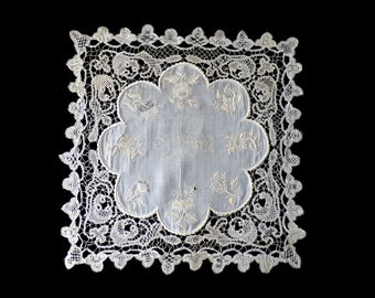 """Victorian embroidered lace doily """"Recuerdo"""" 1870s - antique lace - handmade lace - fine linen - handmade -  embroidered - raffine -"""