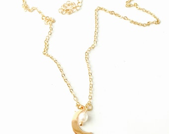 Dainty moon pearl necklace